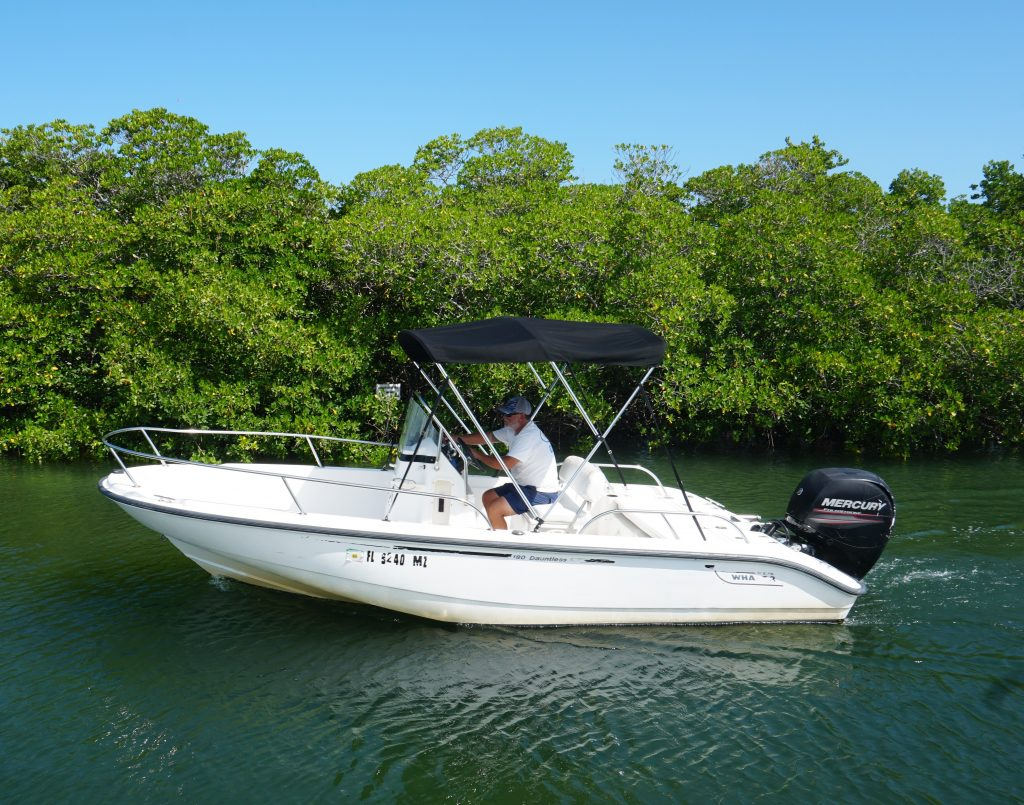 19 foot center console boston whaler boat rental